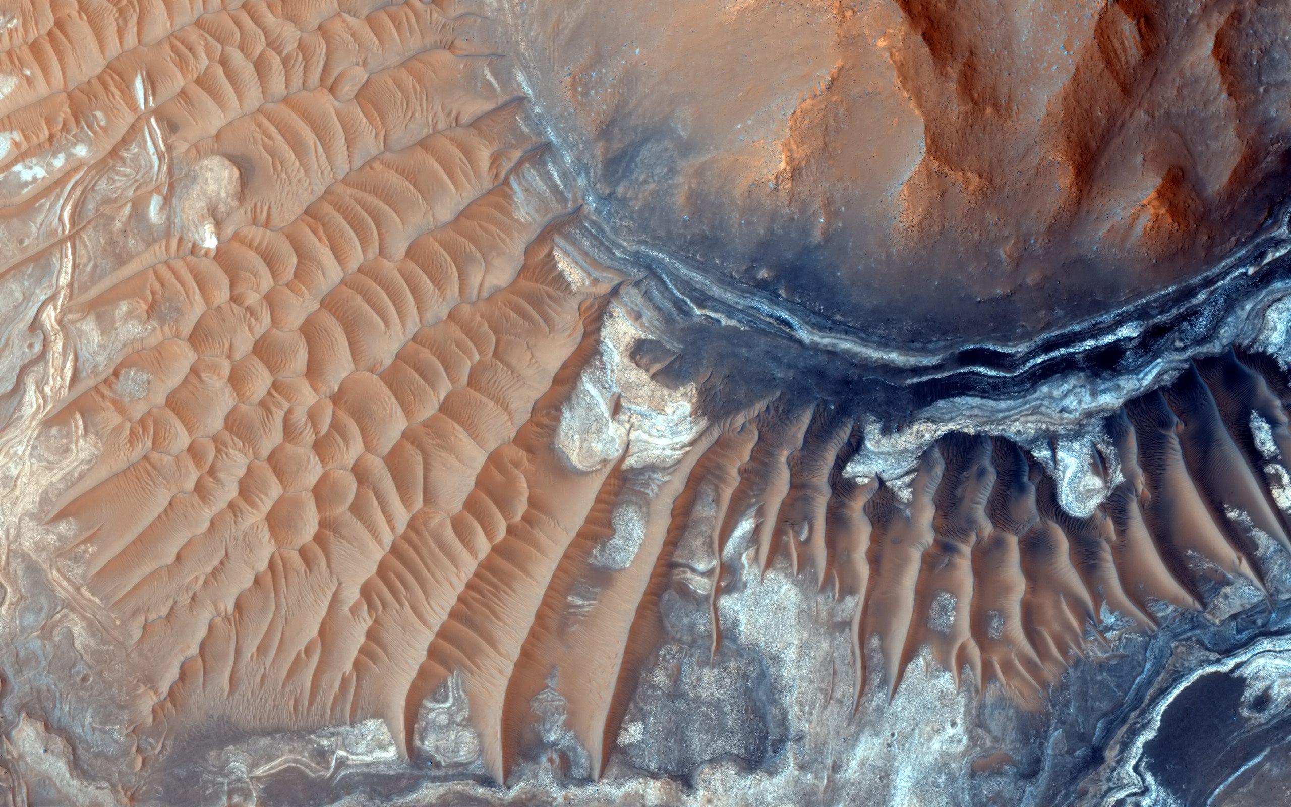 Noctis Labyrinthus - Wikipedia