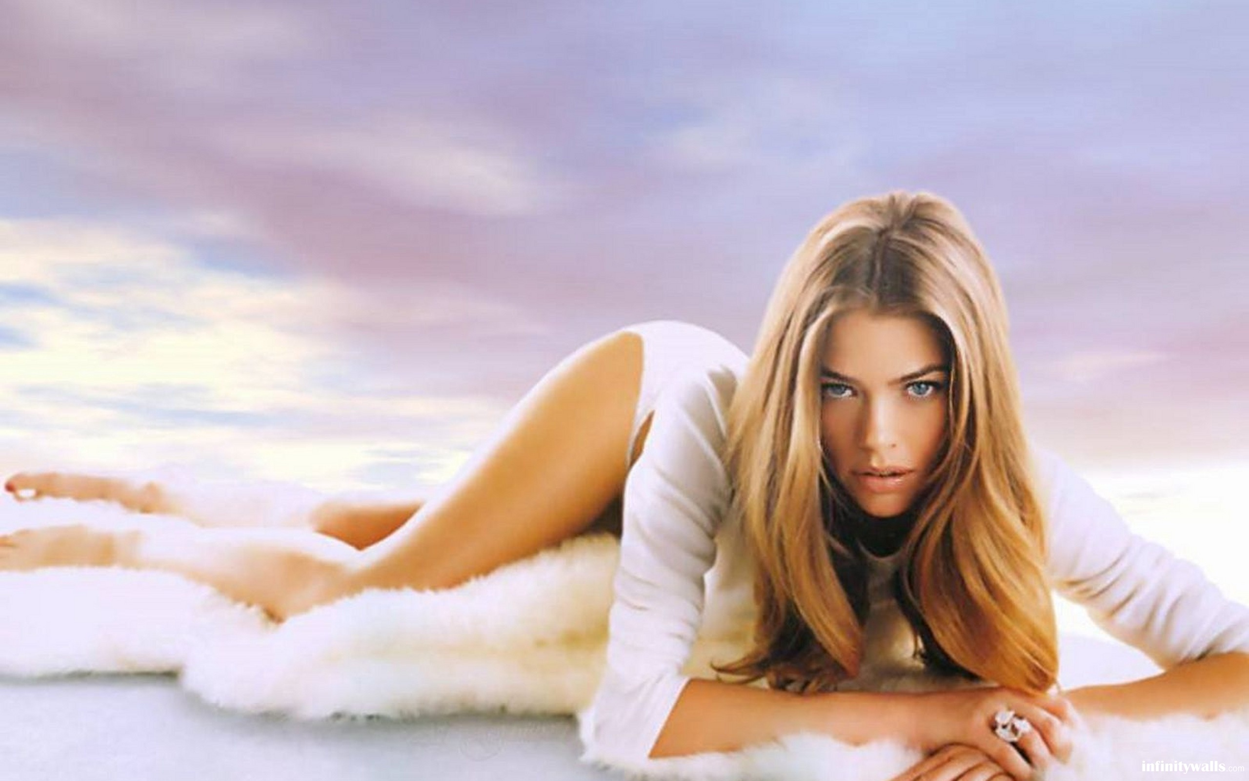 Denise Richards - nackte-deutsche-starsblogspotcom