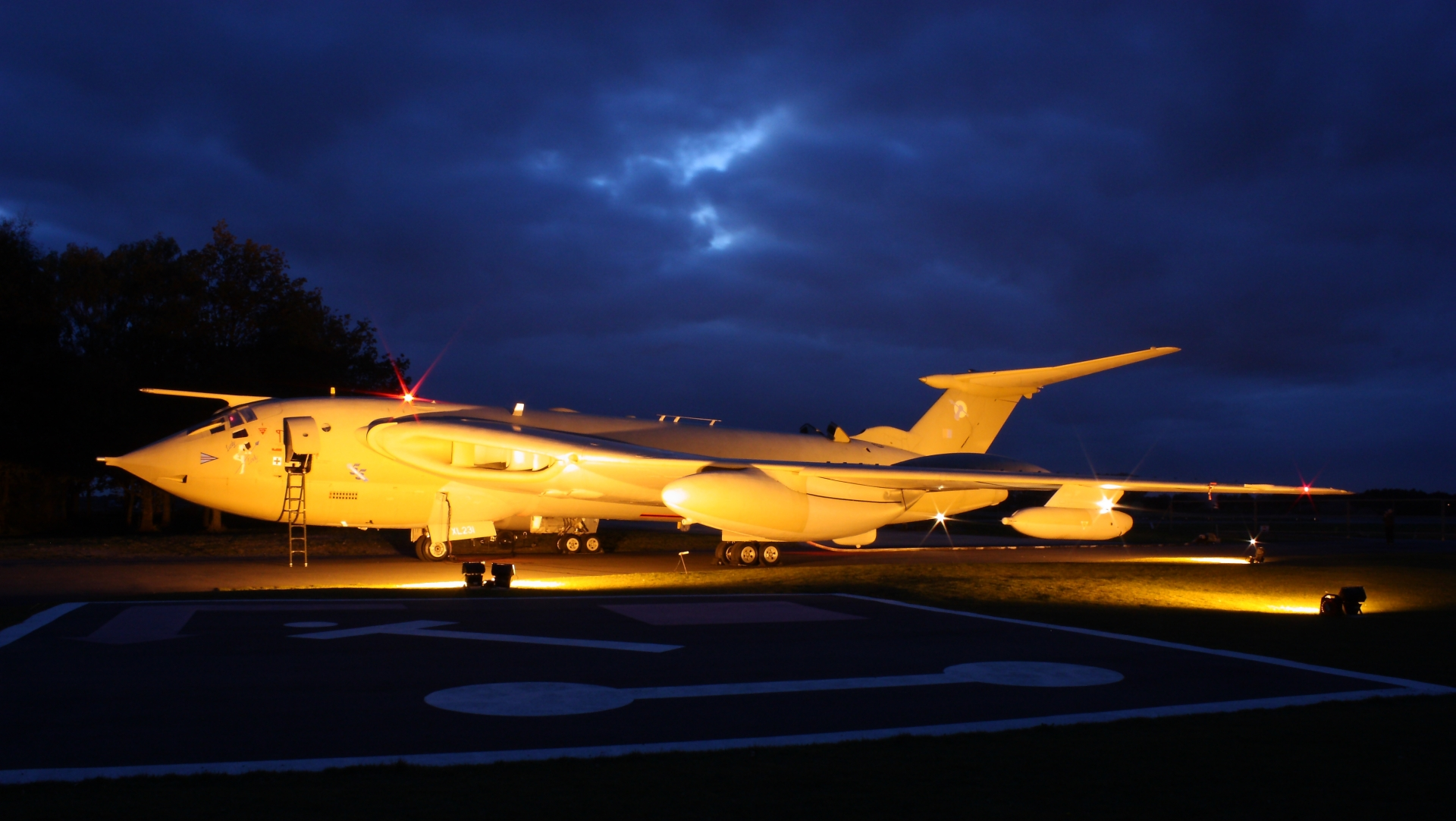 Handley Page Victor Full HD Wallpaper And Background Image