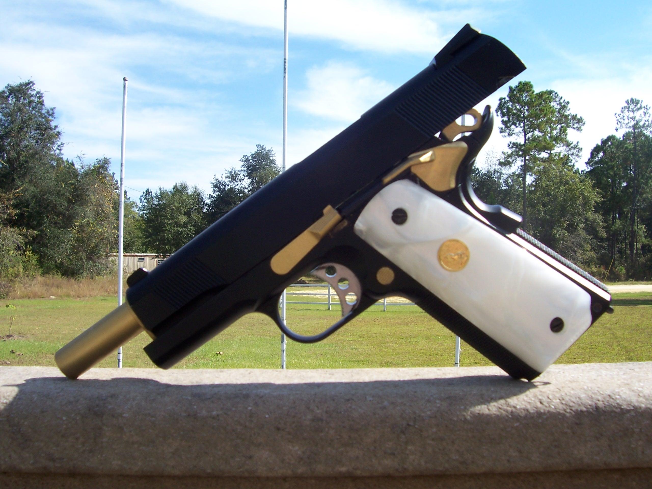 Waffen - Colt Pistol  - Colt 1911 Hintergrundbild