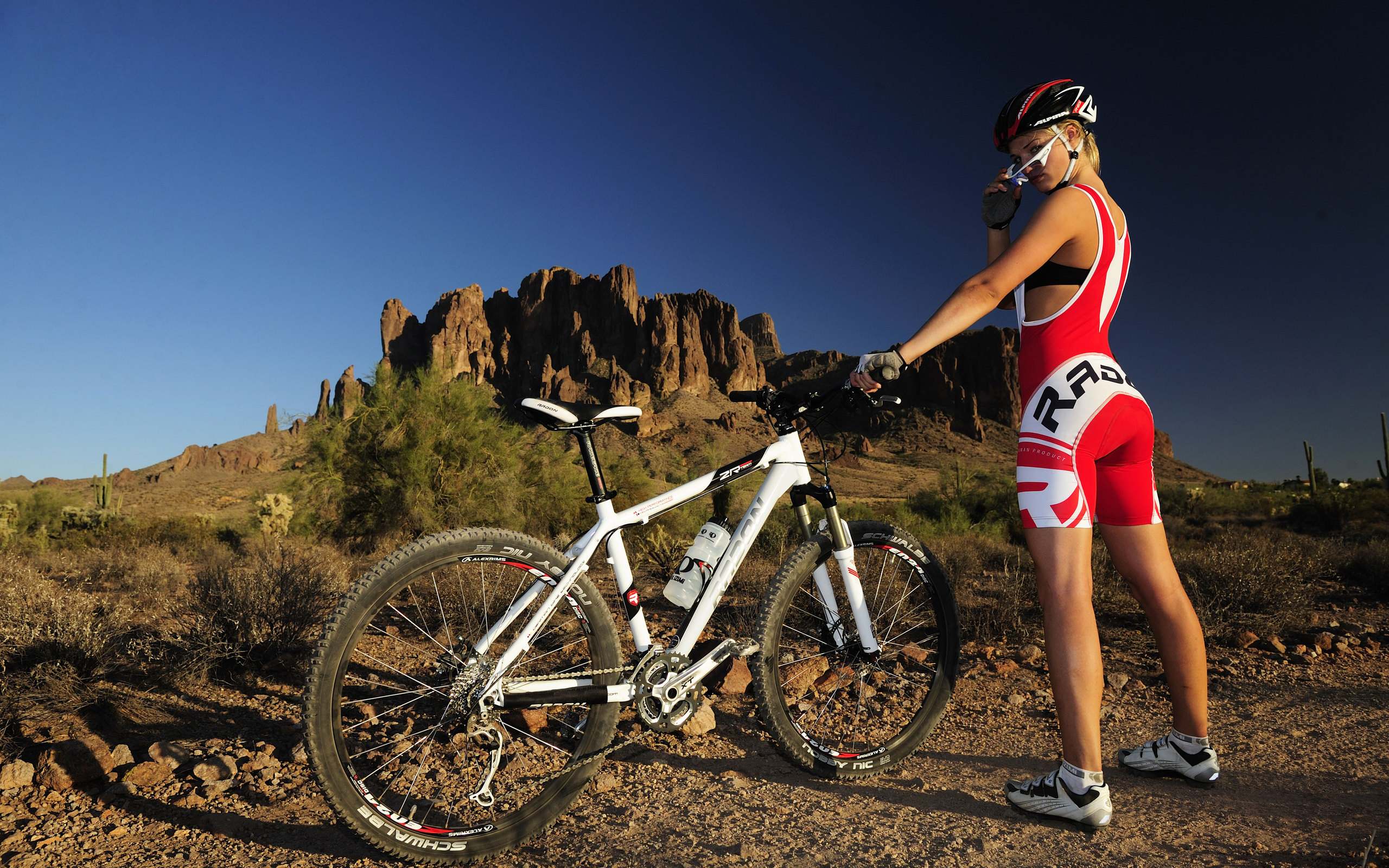 Sports - Bicycle  Model Woman Photography Girl Mountain Bike Wallpaper