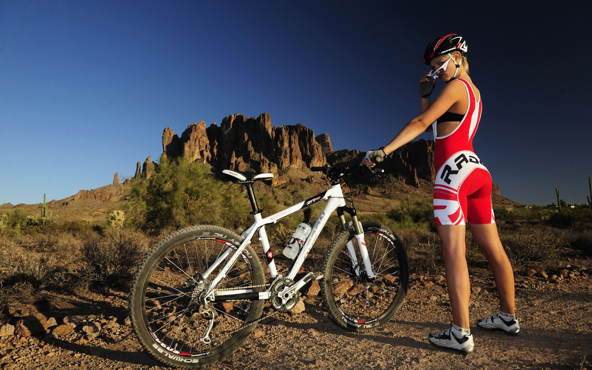 Sports - Bicycle  Model Woman Photography Girl Mountain Bike Wallpaper