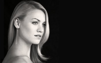 Celebrity - Yvonne Strahovski Wallpapers and Backgrounds ID : 169447