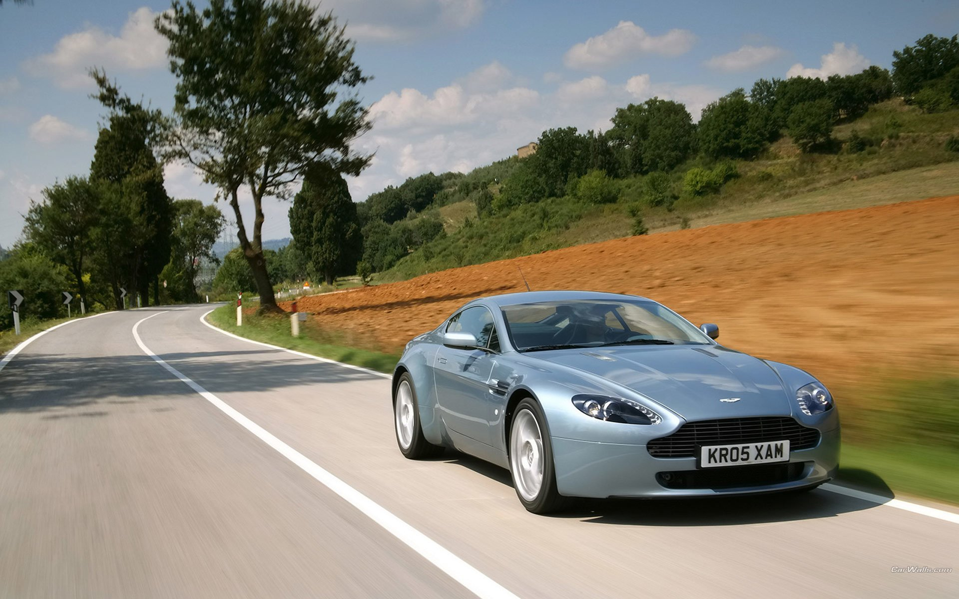 Vehicles - Aston Martin V8 Vantage  Wallpaper