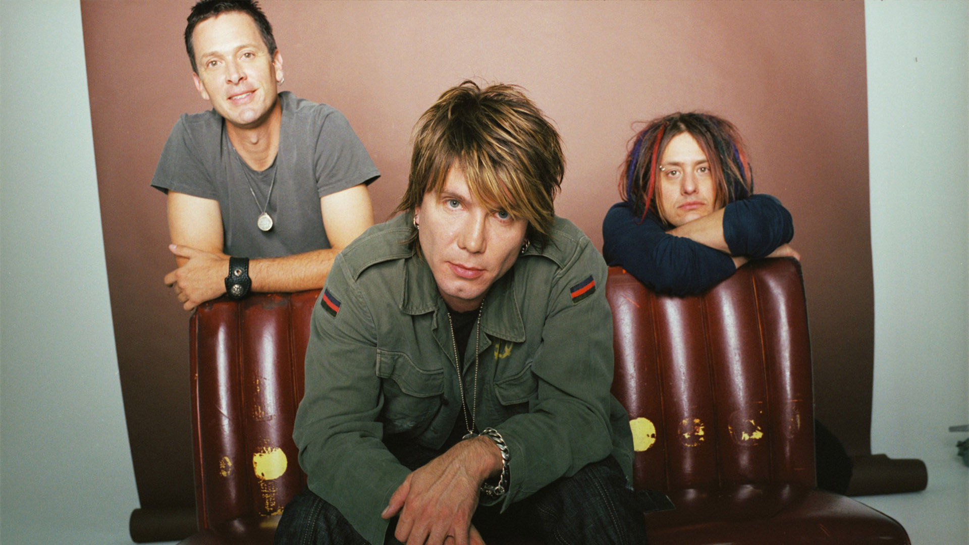 goo goo Goo goo dolls in concert: backed by a catalog of hits and a pile of platinum records, these buffalo alt-rockers continue to repay the fans that built them with epic showmanship and tireless performances.