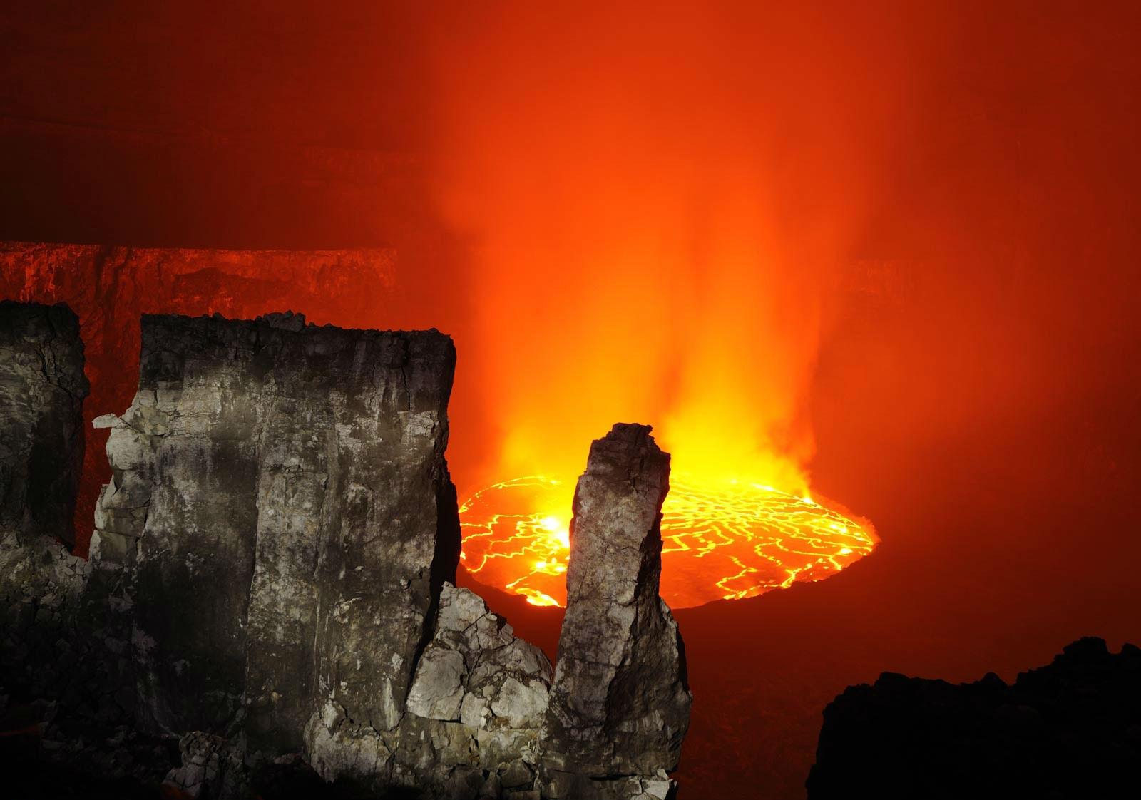 Earth - Volcano  Lava Wallpaper