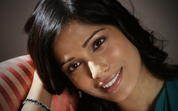 Celebrity - Freida Pinto Wallpapers and Backgrounds ID : 246215