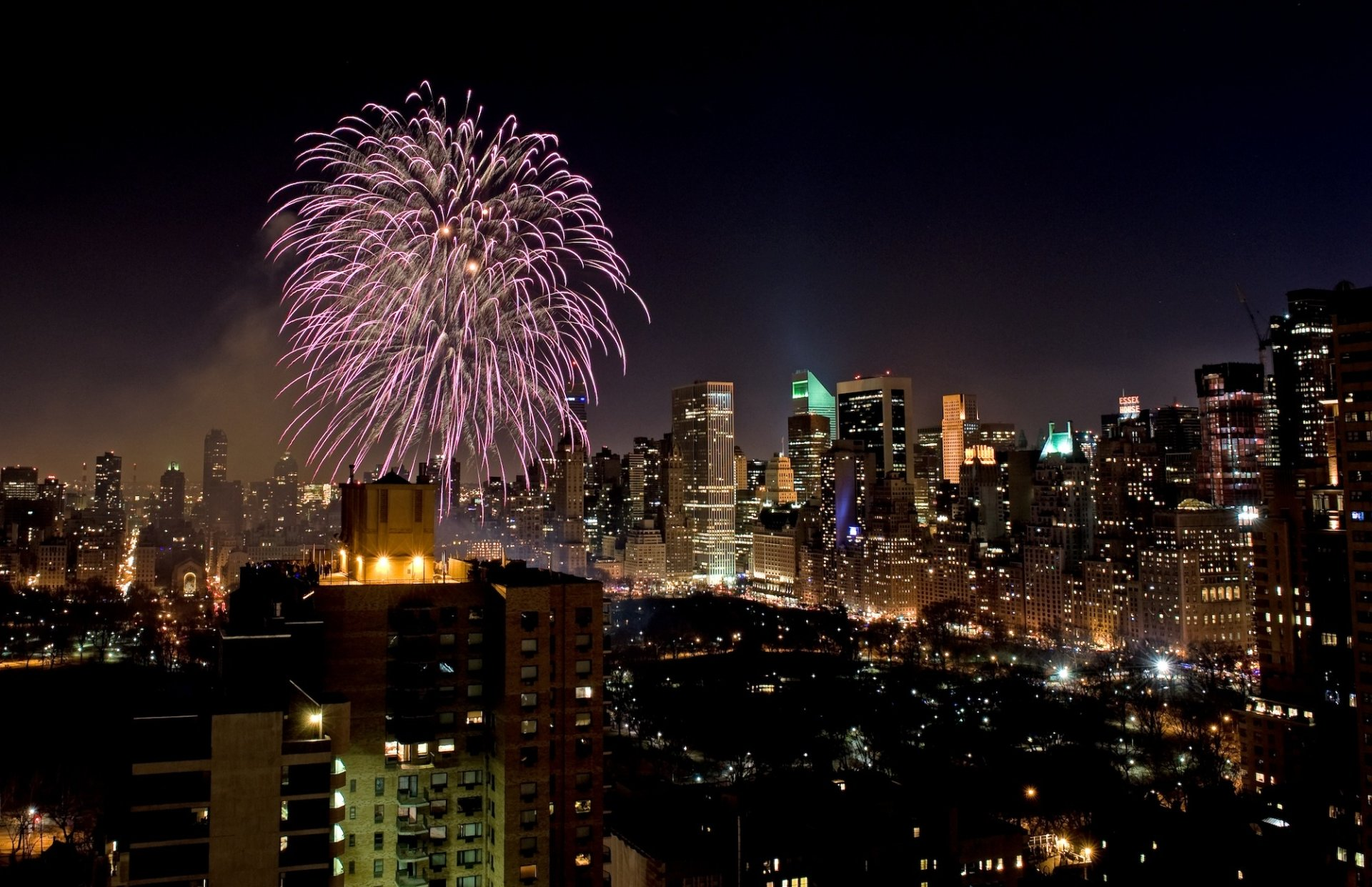 Photography - Fireworks  Night Building Skyscraper New York Wallpaper