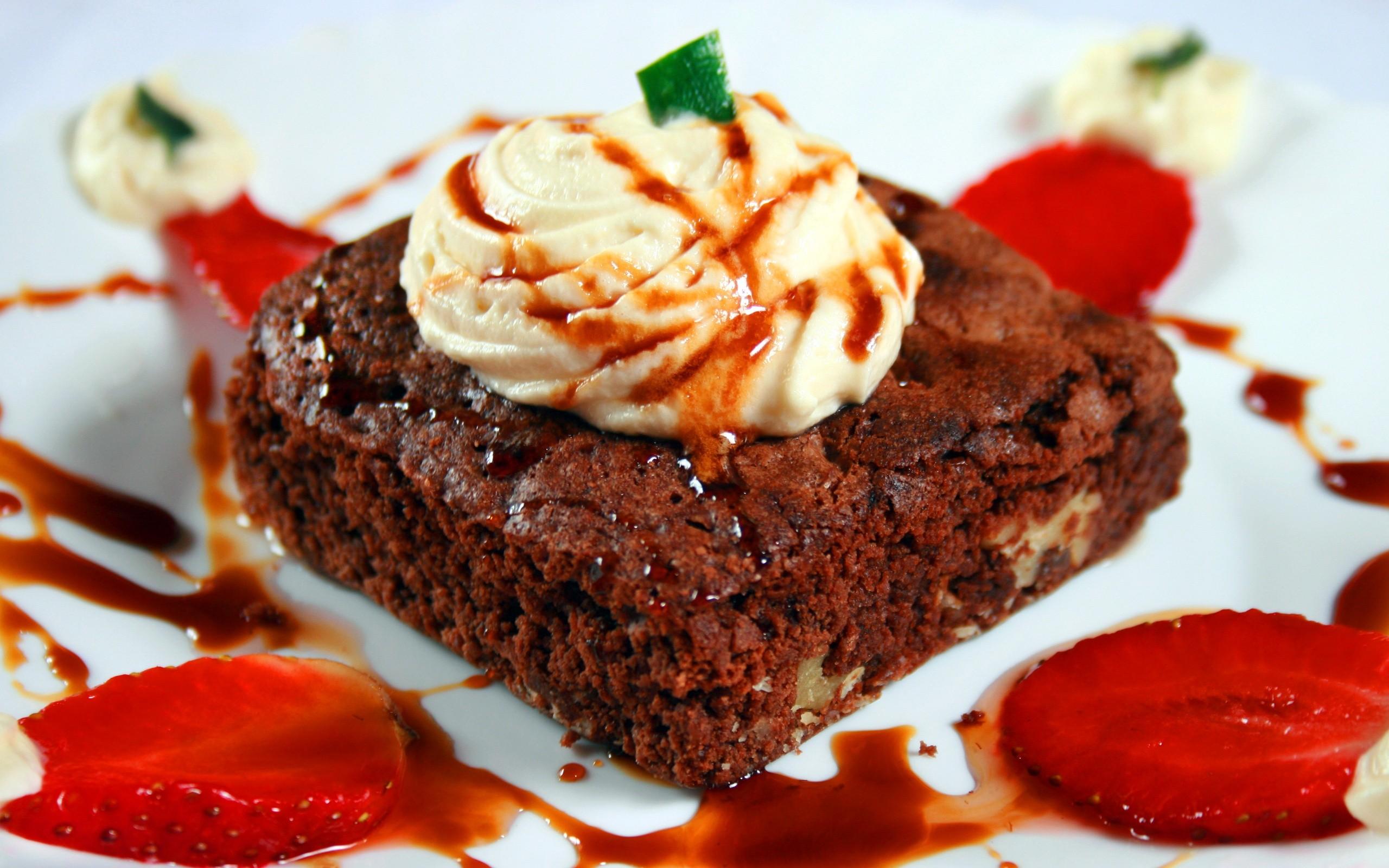 Strawberry Ice Cream Cake Tasty