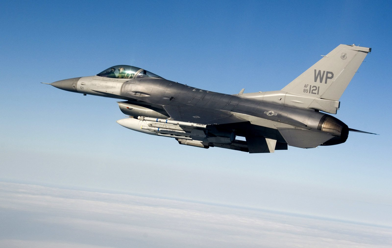 197 General Dynamics F-16 Fighting Falcon HD Wallpapers
