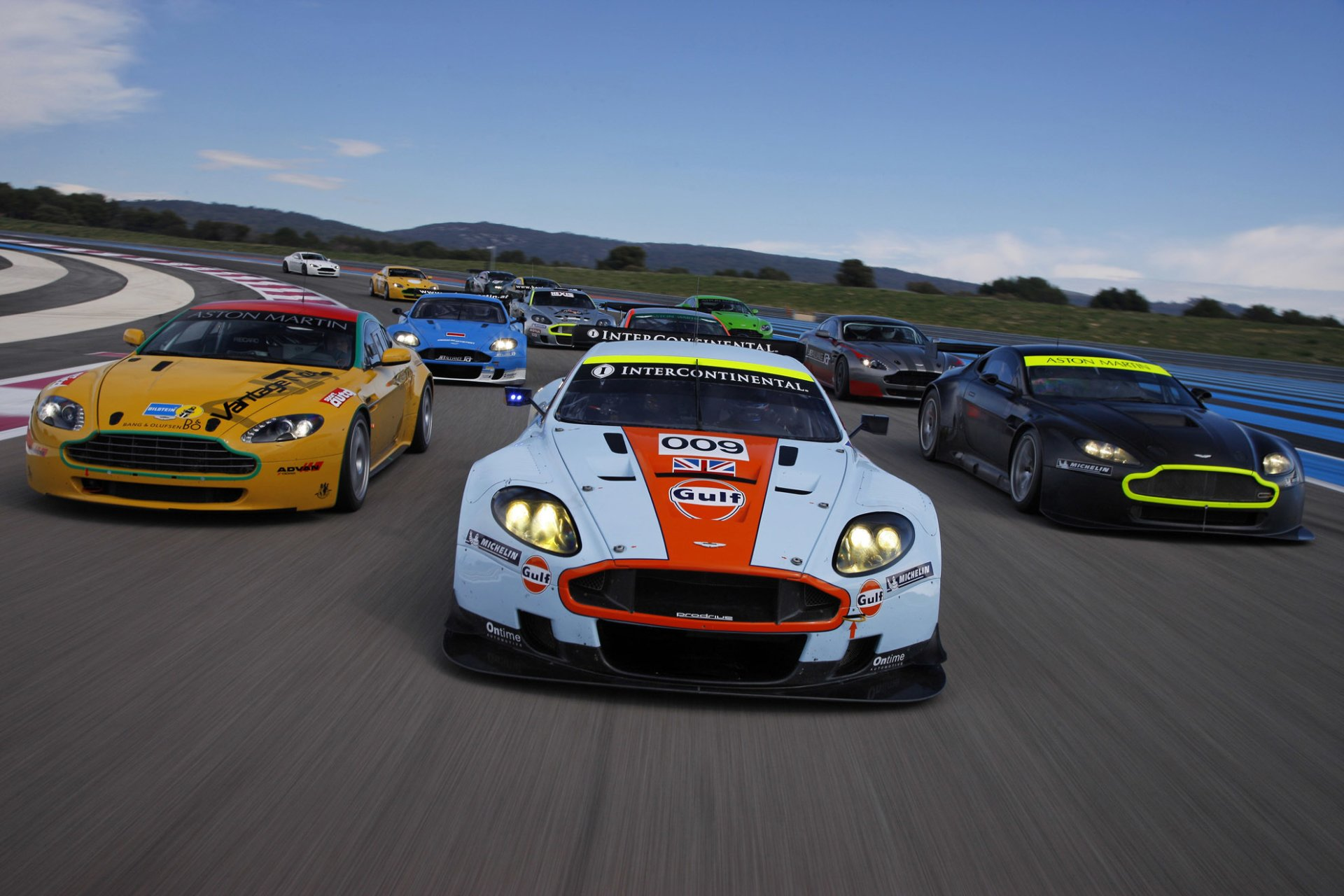 Vehicles - Aston Martin DBR9  Wallpaper