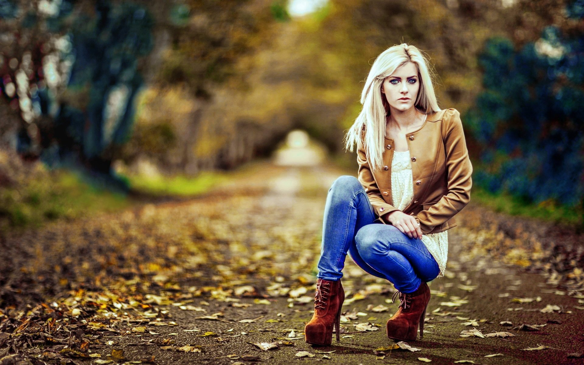 Women - Beautiful  Fall Shoe Blonde Alley Jeans Wallpaper