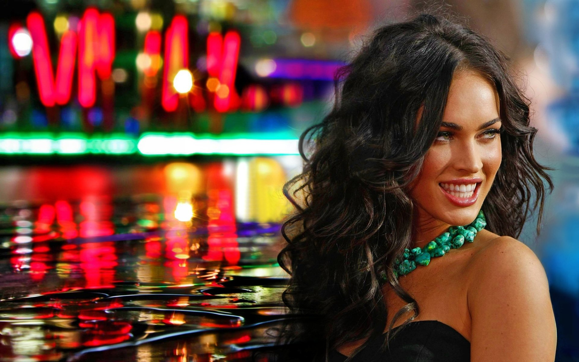 Celebrita' - Megan Fox  Colorful Capelli Modelle Visi Sfondo