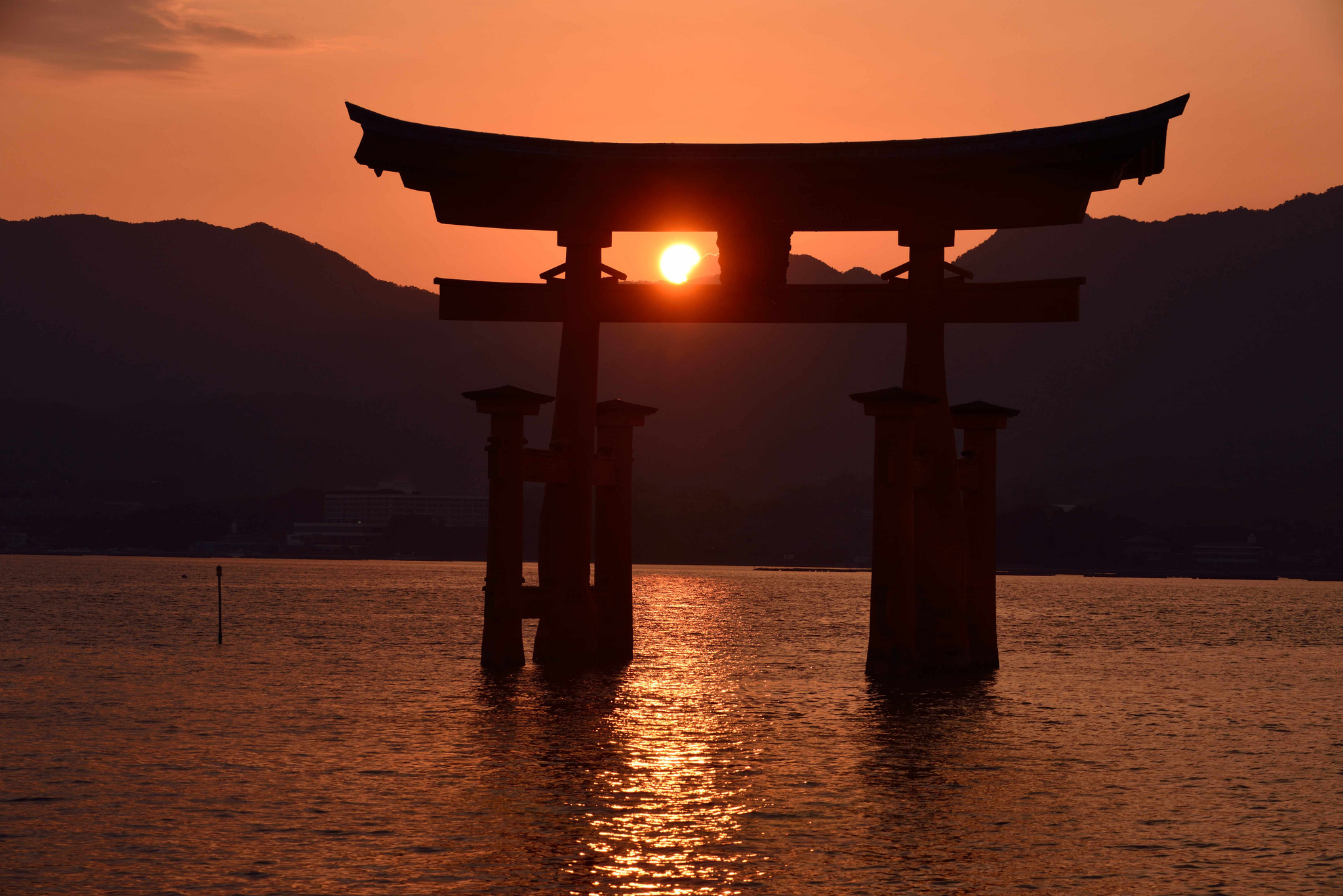 Itsukushima shrine full hd fond d 39 cran and arri re for Ecran pc wide