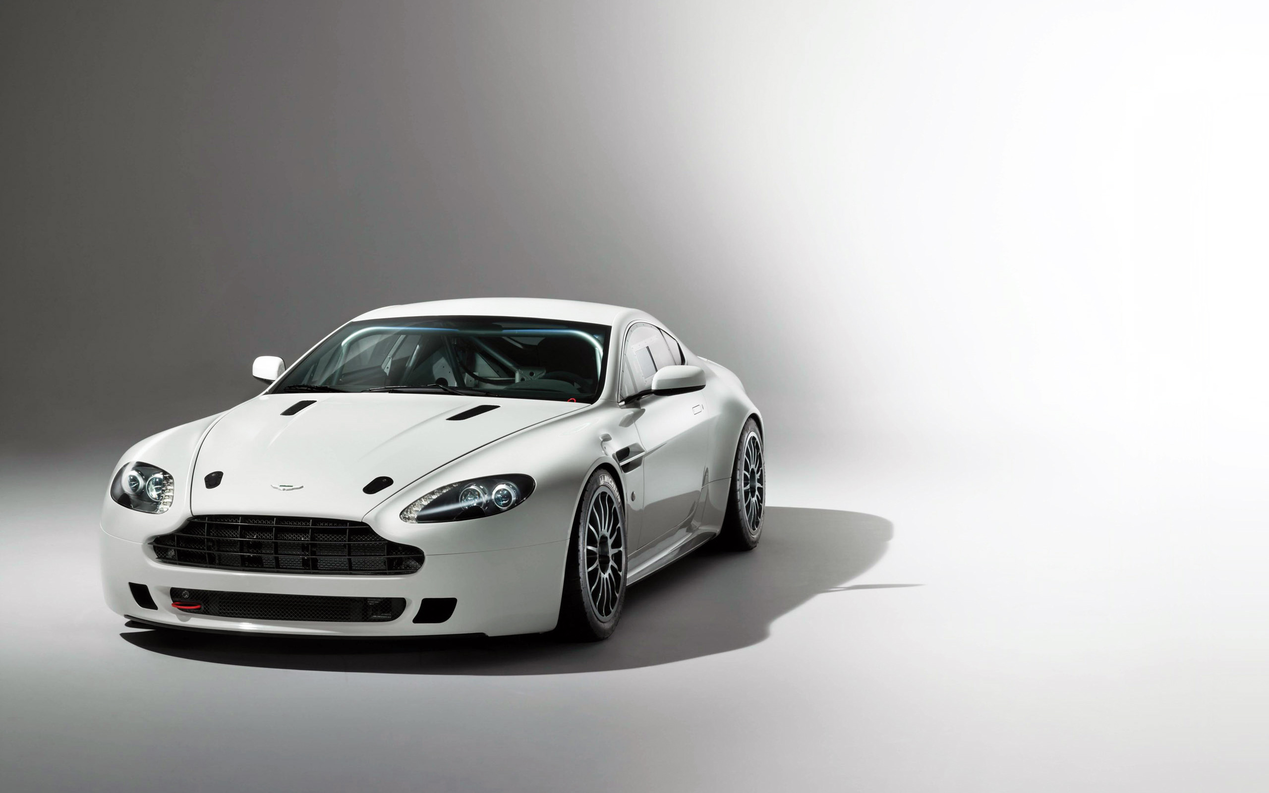 Aston Martin Vantage Hd Wallpaper Background Image 2560x1600 Id 618298 Wallpaper Abyss