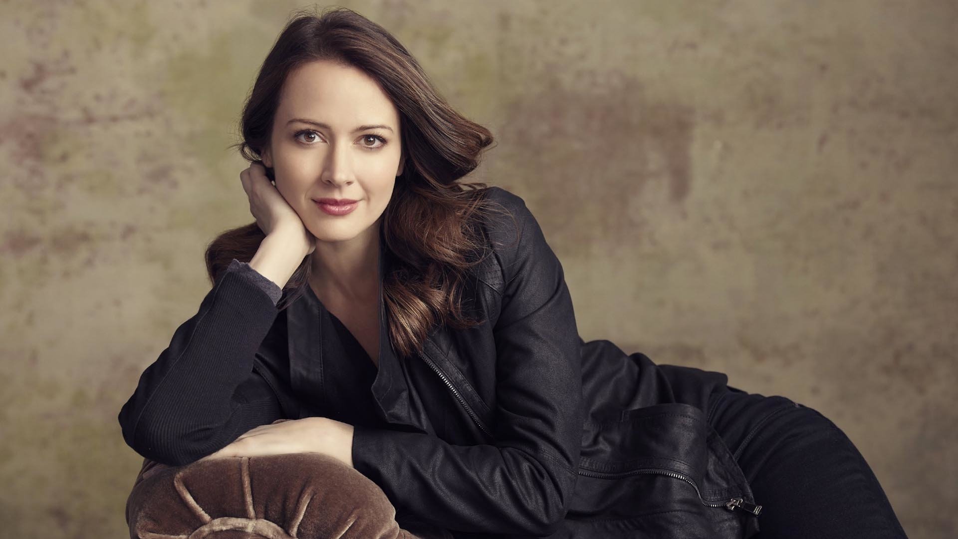 25 amy acker hd wallpapers | background images - wallpaper abyss