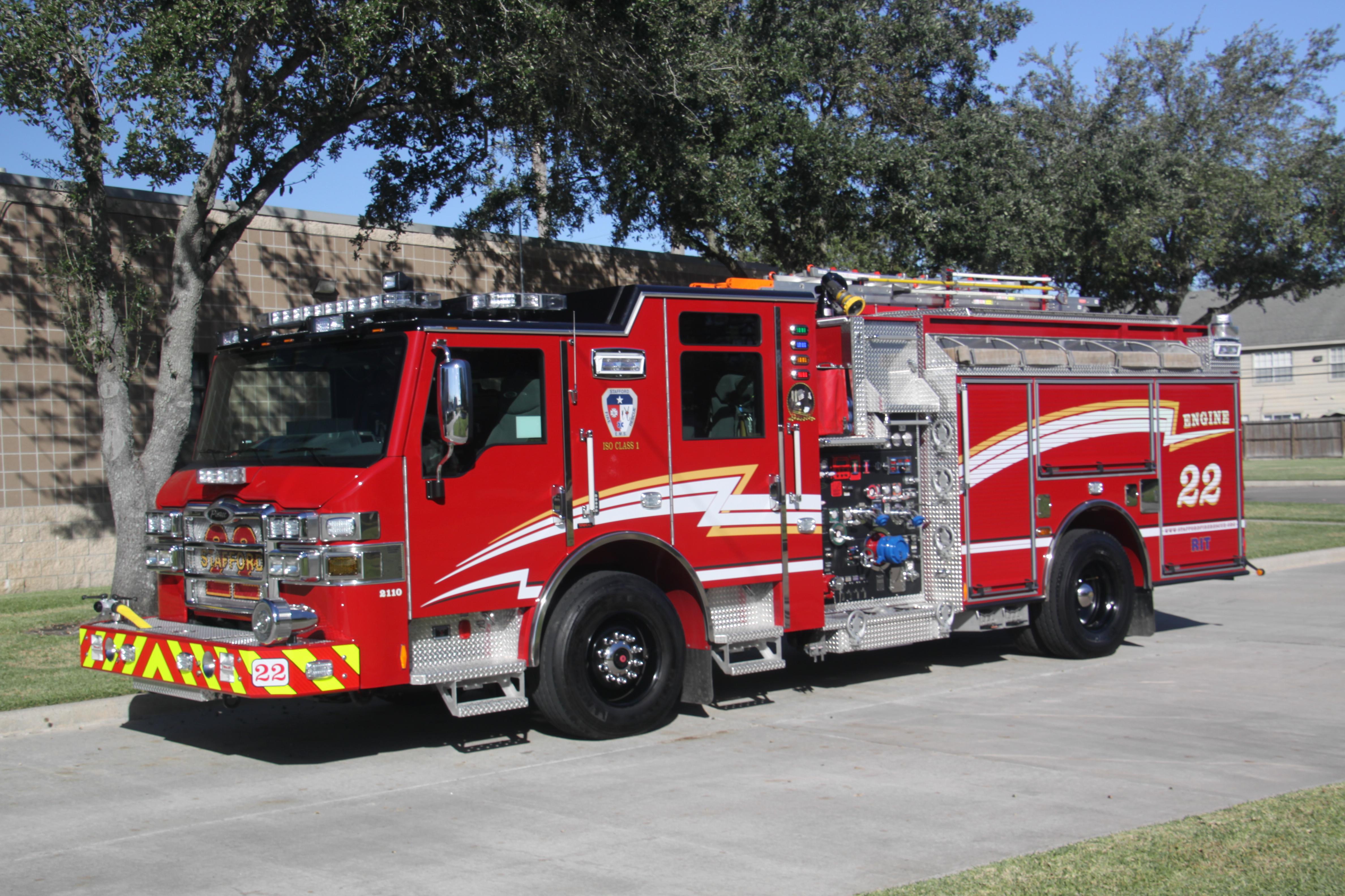 Pierce Fire Truck 4k Ultra Hd Wallpaper Background Image