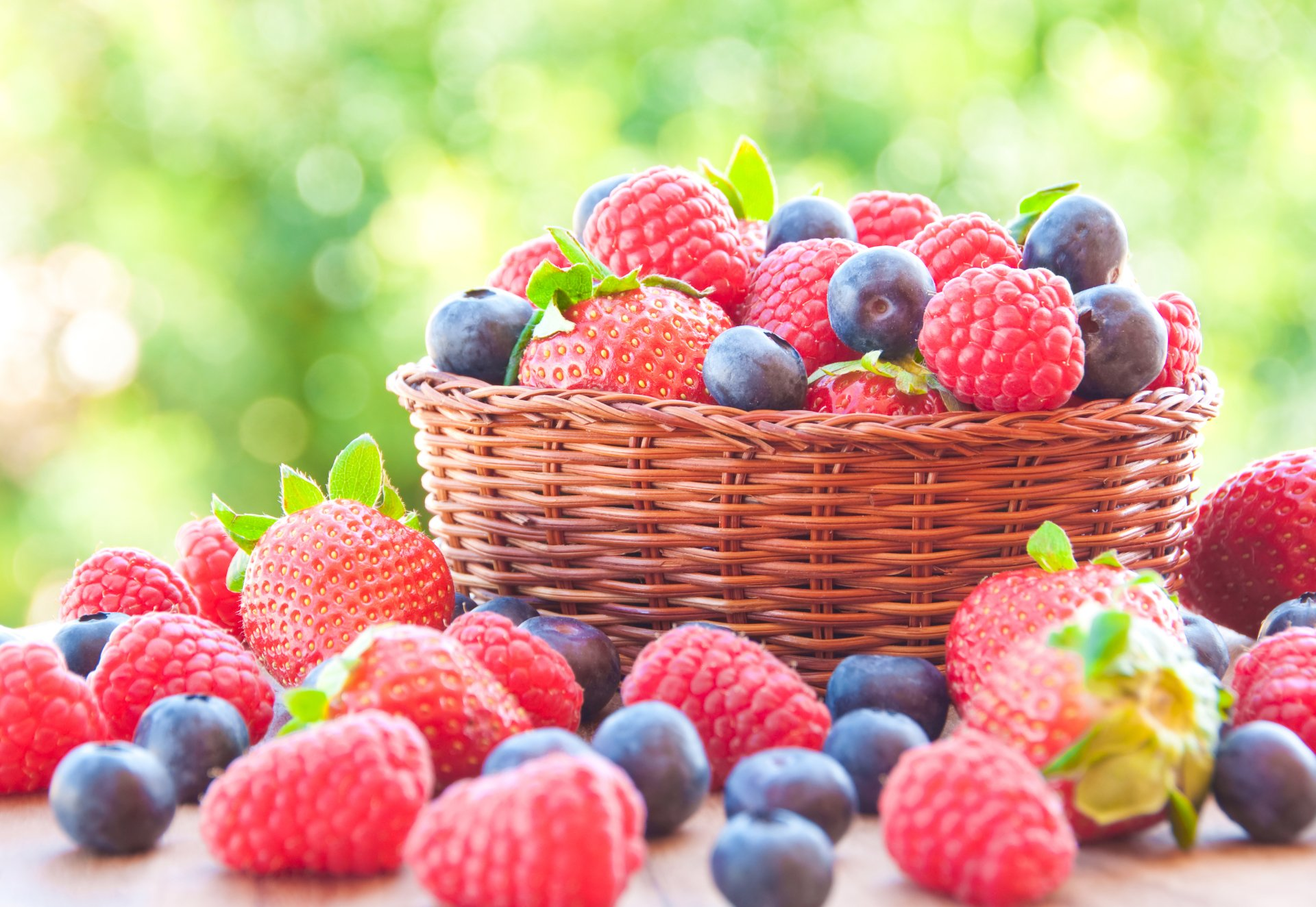 Food - Berry  Basket Strawberry Blueberry Raspberry Wallpaper