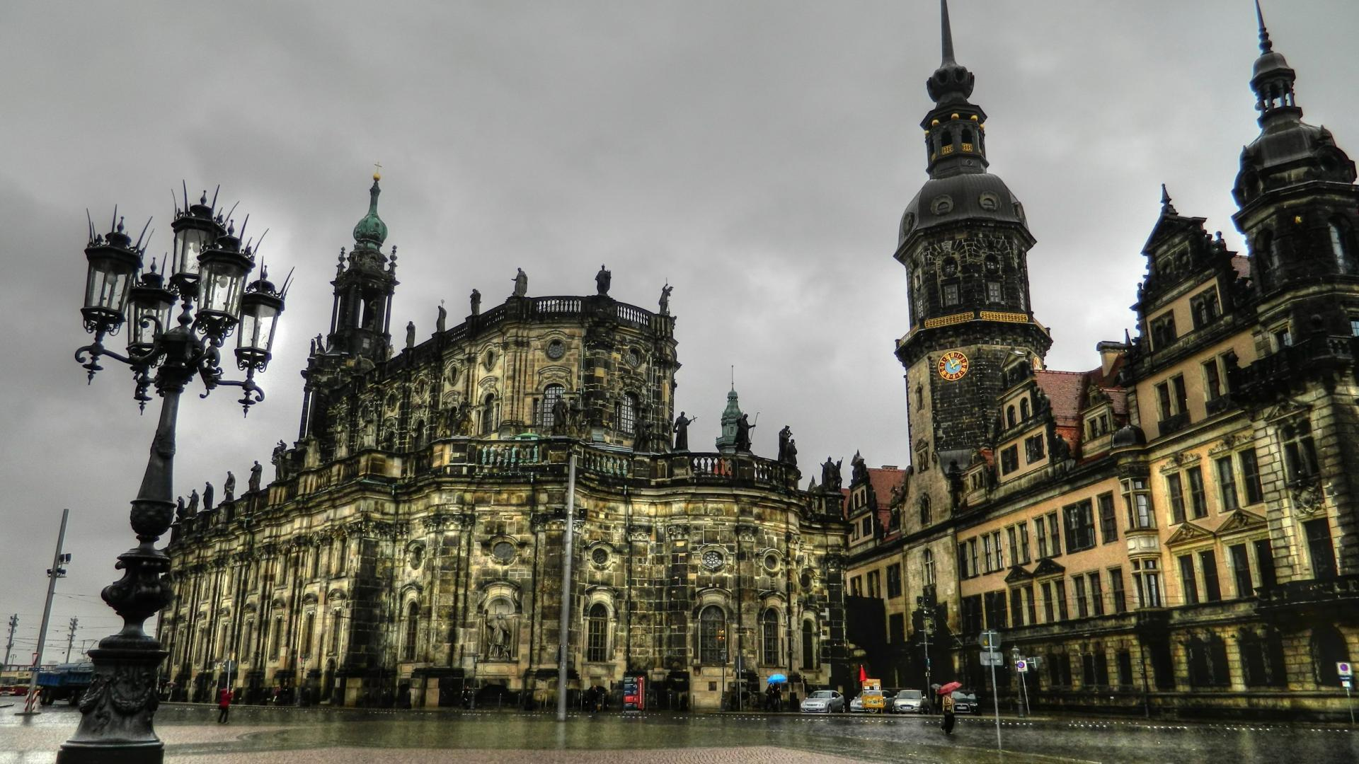 Dresden germany on rainy afternoon full hd fond d 39 cran for Piscine galaxy allemagne