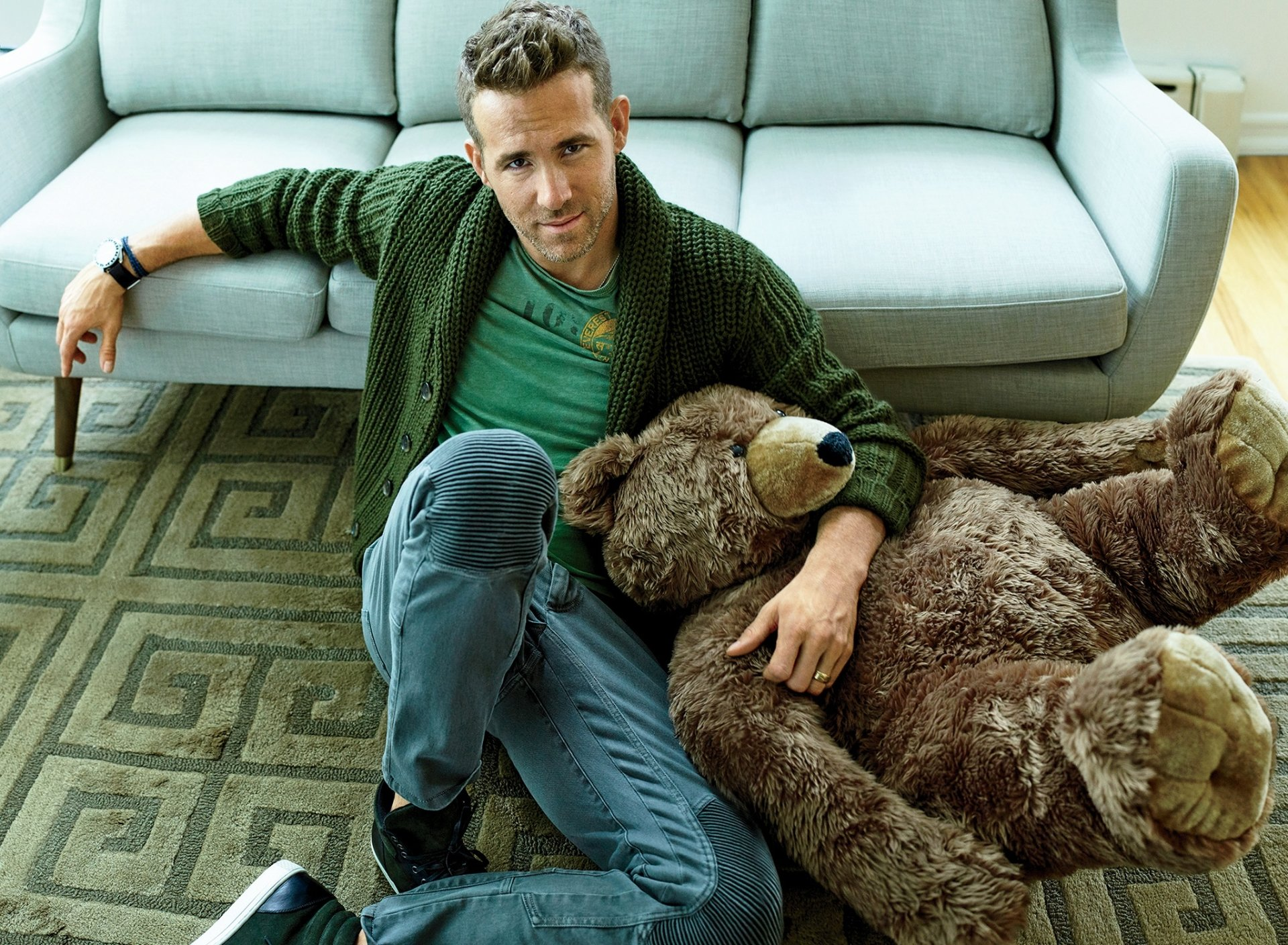 名人 - Ryan Reynolds  演员 Canadian Teddy Bear 毛绒玩具 壁纸