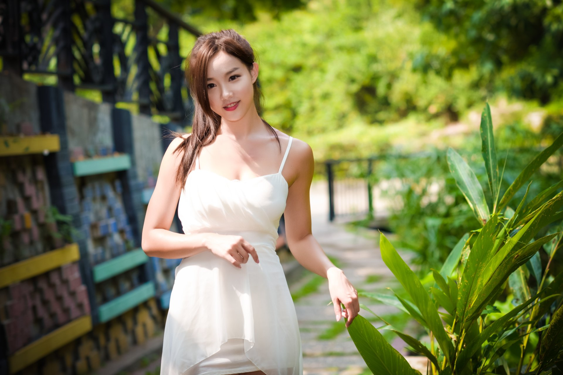 女性 - 亚洲  Woman 模特 女孩 Brunette Brown Eyes White Dress Depth Of Field 壁纸