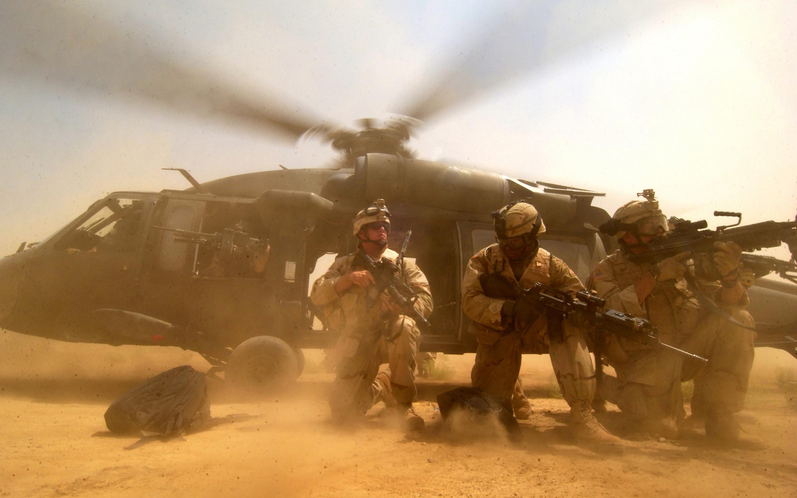 Military - Sikorsky UH-60 Black Hawk  Wellingtone Otieno Soldier Wallpaper