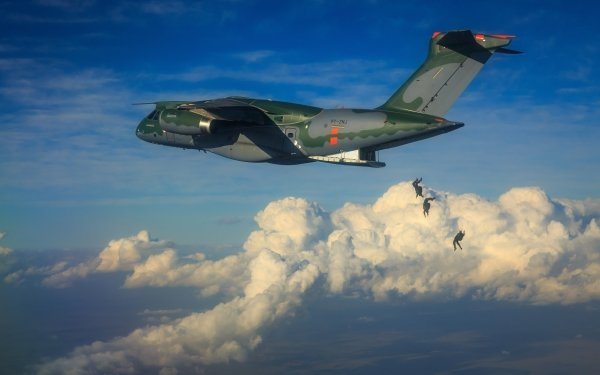 Militaire Embraer KC-390 Avions Warplane Transport Aircraft Nuage Parachuting Fond d'écran HD | Image