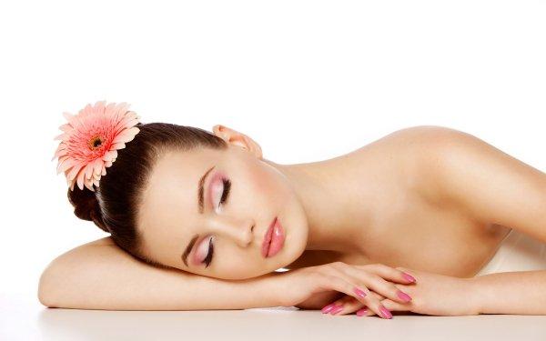 Femmes Humeur Fleur Gerbera Sleeping Pink Flower Brune Fond d'écran HD | Image