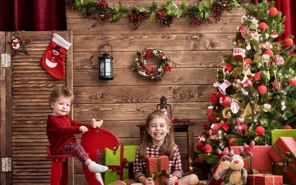 Holiday Christmas Christmas Tree Gift Stuffed Animal Child Smile Little Girl Little Boy HD Wallpaper | Background Image