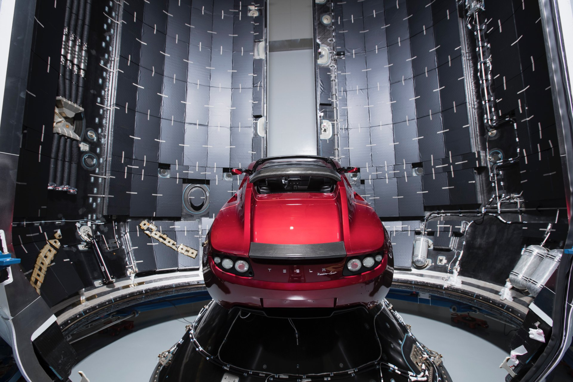 座驾 - Tesla Roadster  Falcon Heavy Red Car 壁纸