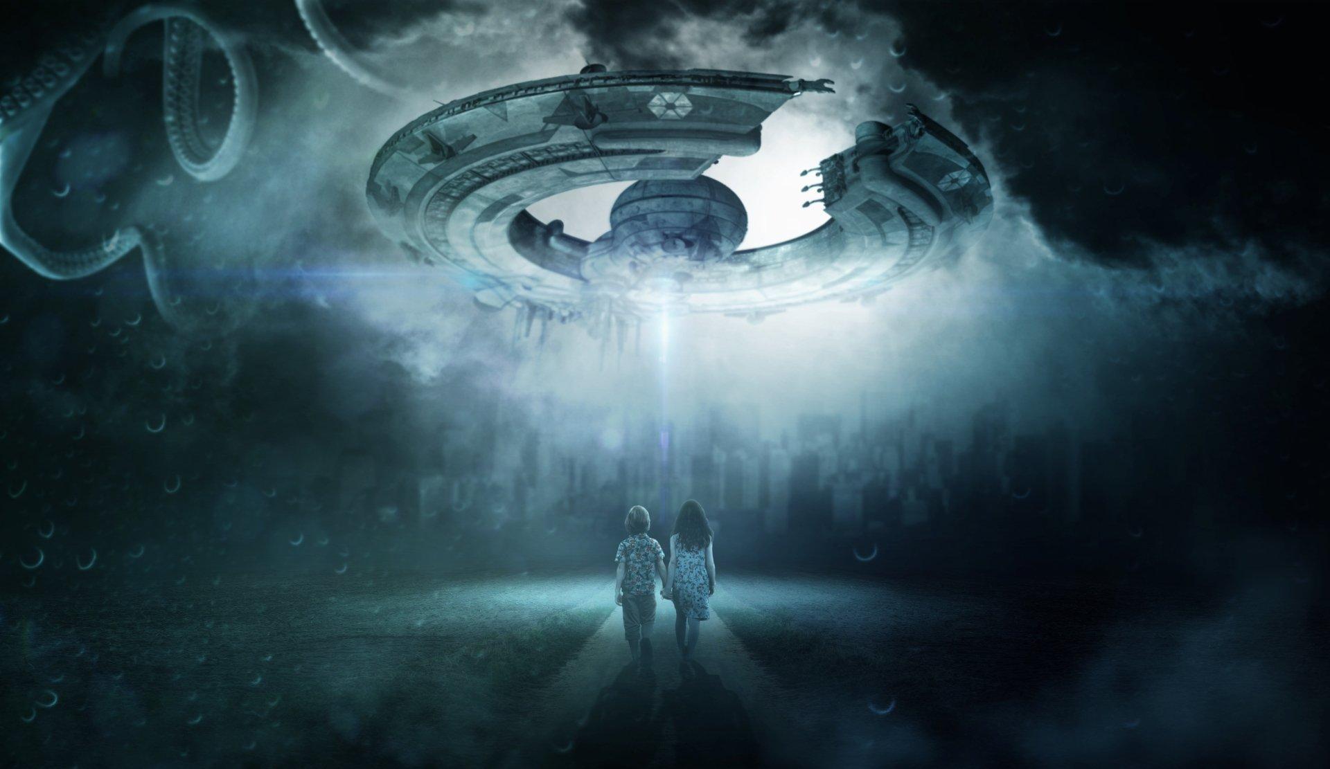 Sci Fi - UFO  Girl Boy Child Wallpaper