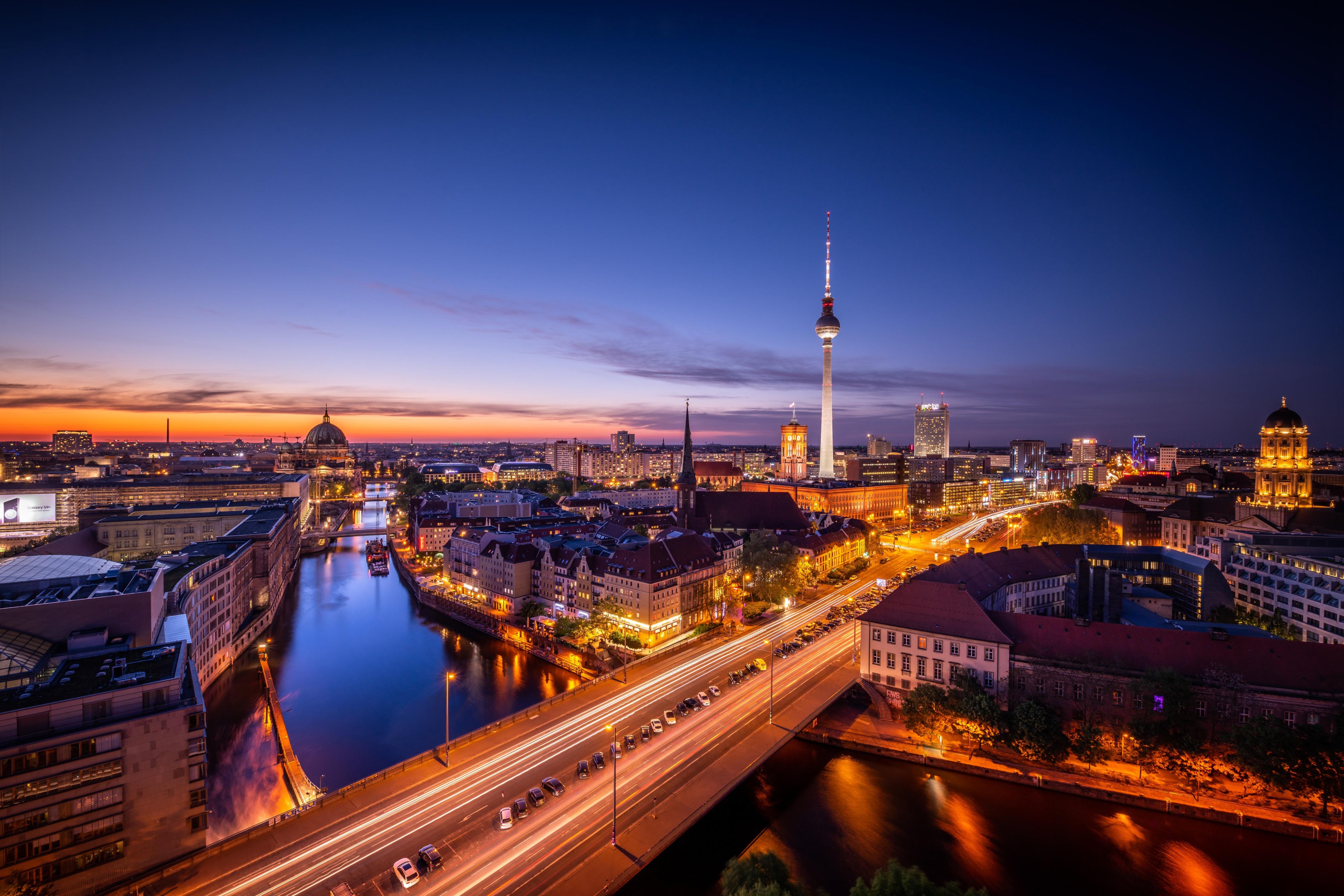 Kết quả hình ảnh cho berlin wallpaper