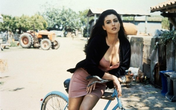 Celebrity Monica Bellucci Actresses Italy Italian Actress Model HD Wallpaper   Background Image